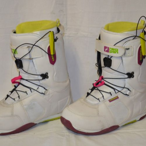 5b4db8f03bc Prodám použité snowboardové boty Reaper Nina