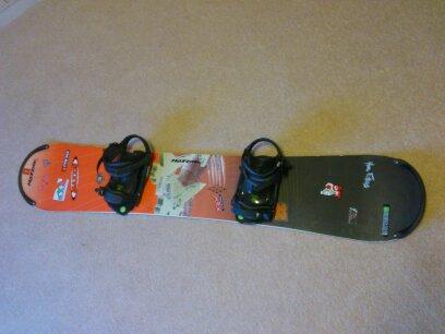 Prodám Snowboard Burton s vázáním a boty + helma. nahled nahled nahled  nahled nahled c9df861f3c